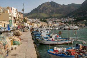 Im Hafen kannst Du gut Fischspezialitäten essen