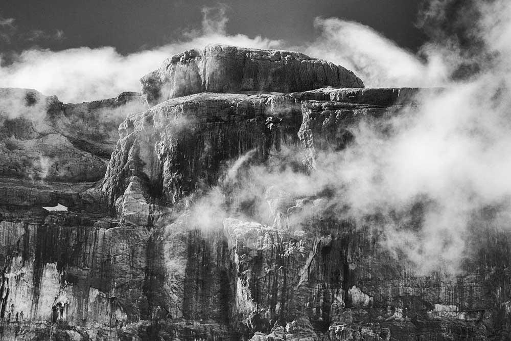 Wolken an der Steilwand