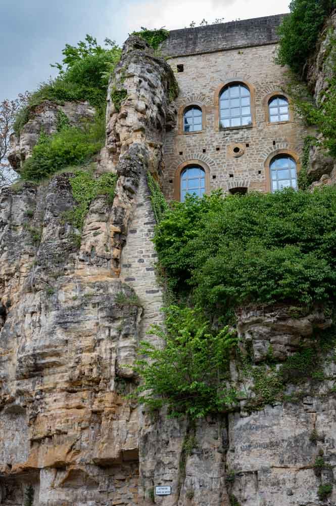Ein Teil der Bebauung in den Felsen