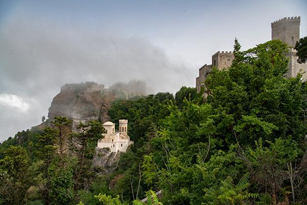Imposant ist der Blick auf die Burg