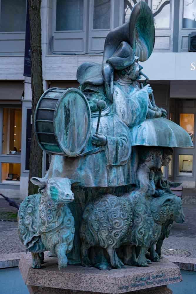 Luxenburg bietet auch interessante Brunnen