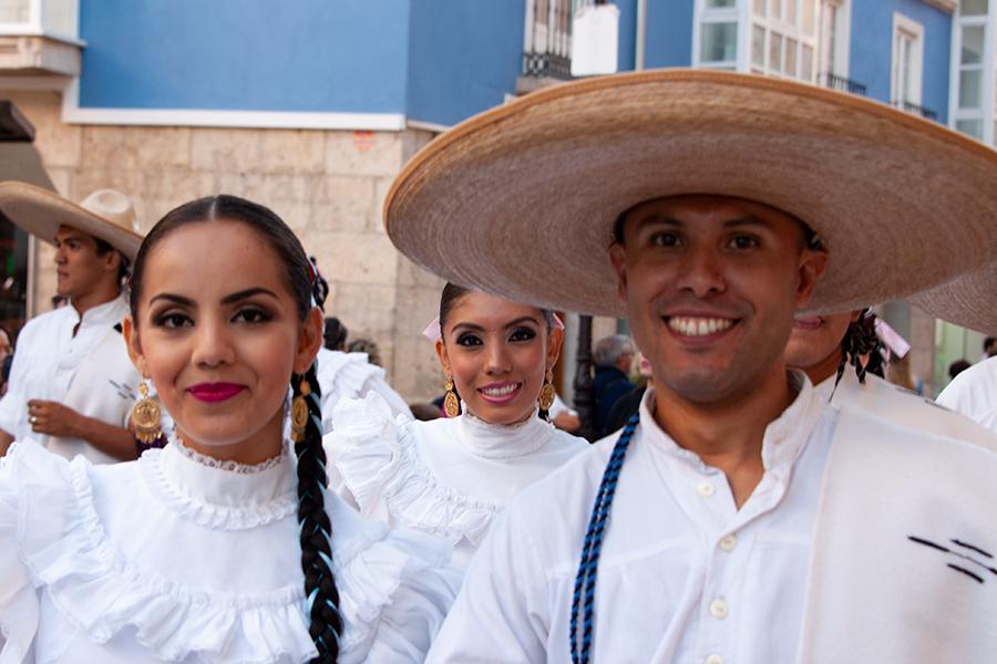 Bei einem Festival der Folklore trafen sich internationale Gruppen