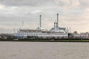 Die Rotterdam ist das groesste jemals in den Niederlanden gebaute Passgierschiff