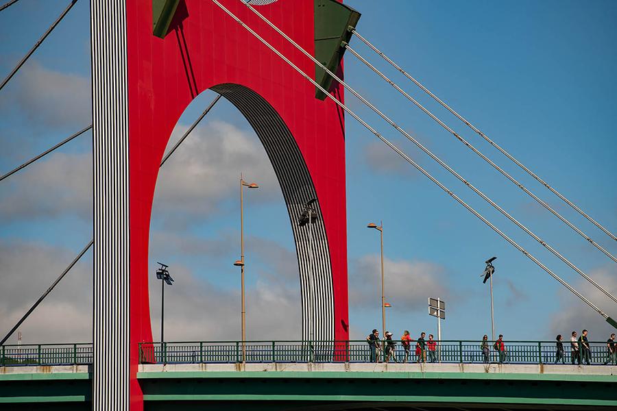 Eine der markanten Brücken in Bilbao