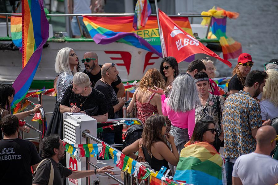 CSD Feier in Bilbao mit Schiffsparade