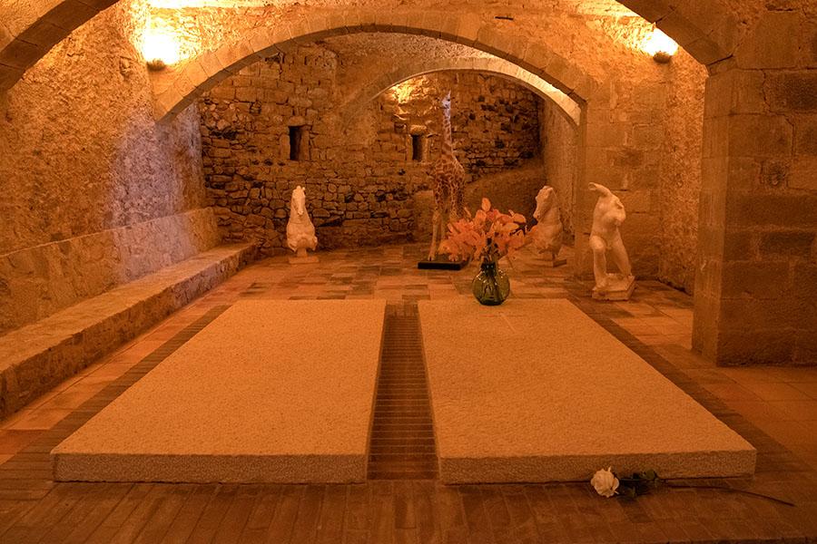 Das Dali - Dreieck - Pubol Grab