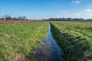 typisch für die noiederlande, die entwässerungskanäle