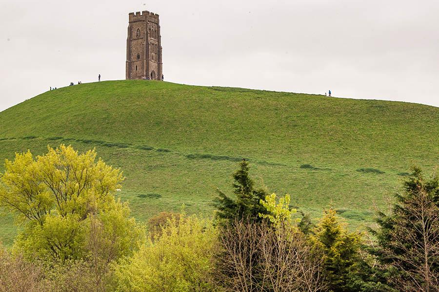 Der Glastonbury Tor mit den Turm der St. Michael´s