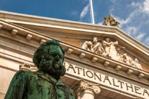 Henrik ibsen vor dem nationaltheater