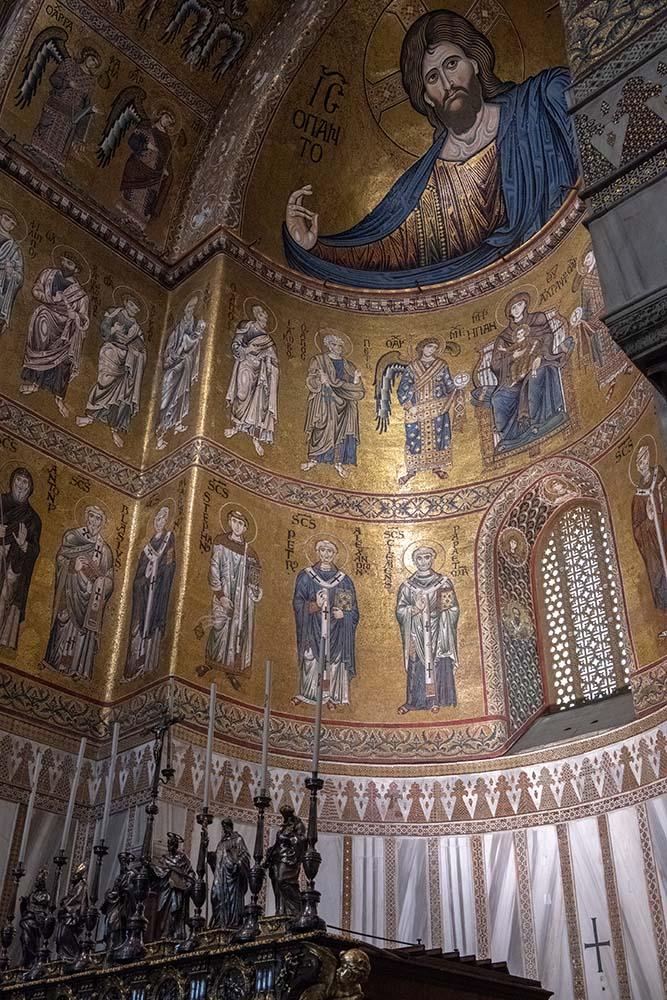 Sehenswert sind die Mosaikarbeiten im Dom