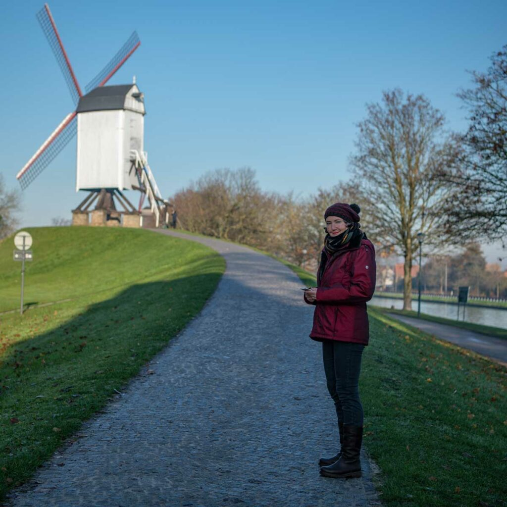 schöne Mühlen am Kanal in Brügge