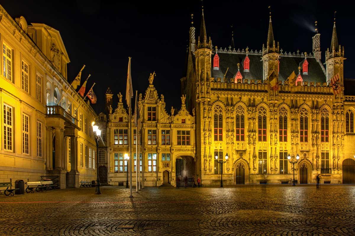 Nachts wird auch die Burg toll beleuchtet