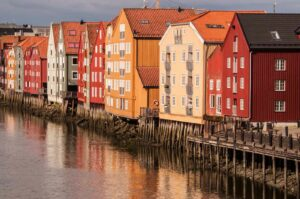 farbenfrohe Haeuser in Trondheim