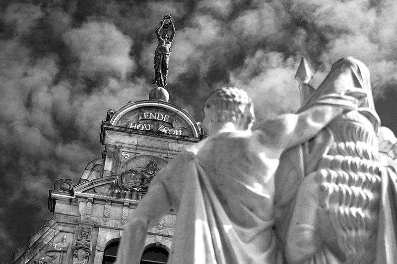 Gent ,Denkmal vor der Kathedrale